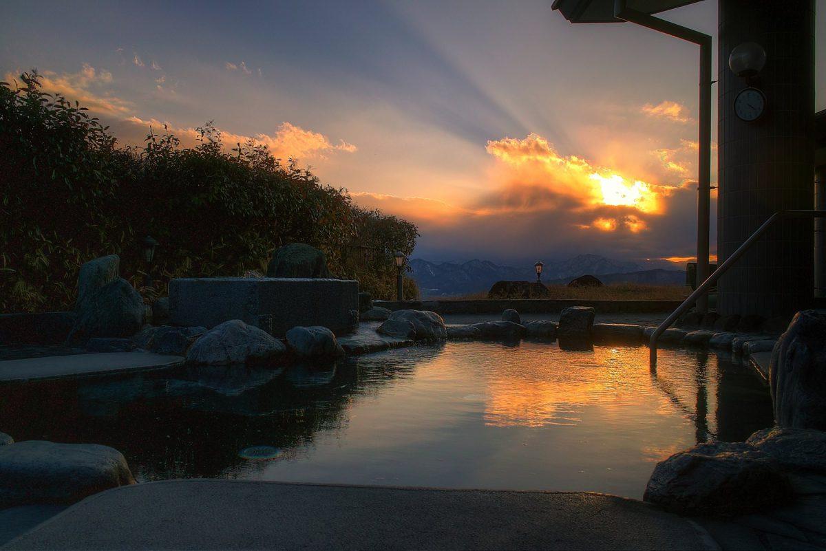 湯楽里館露天風呂 夕陽